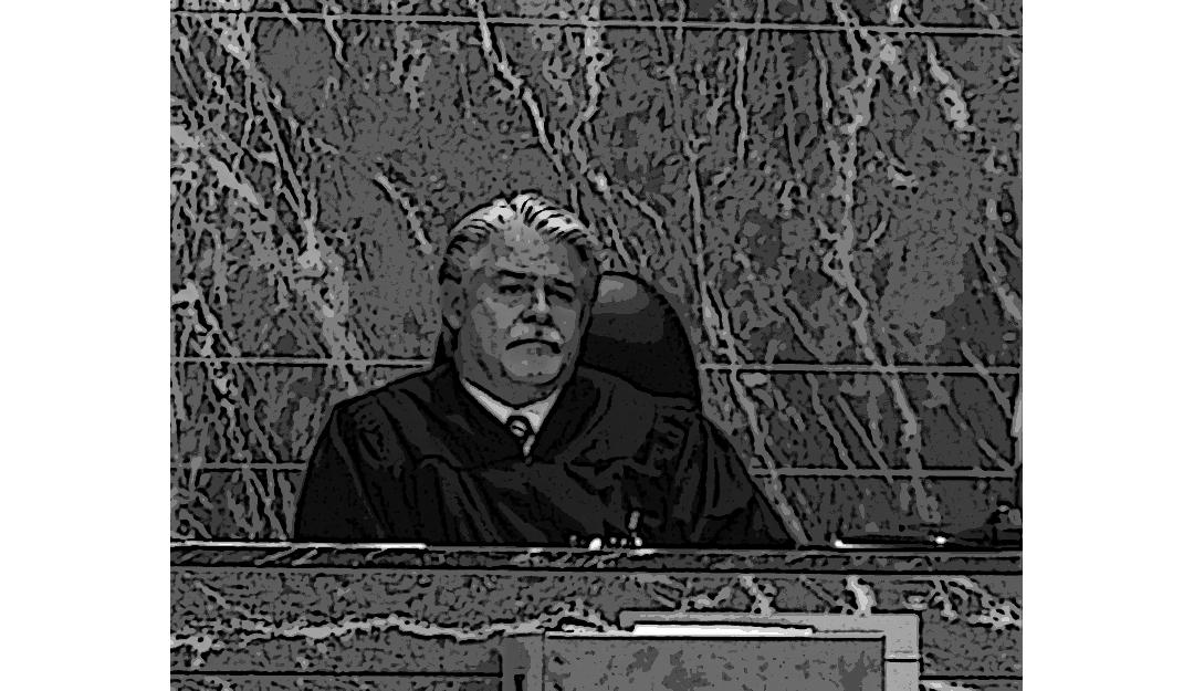 El Juez Bailey convoca a una comparecencia al miembro del jurado que se retractó del veredicto.